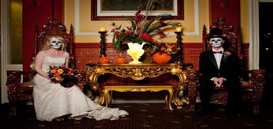 5 Spooky Bouquet Ideas for Halloween Weddings